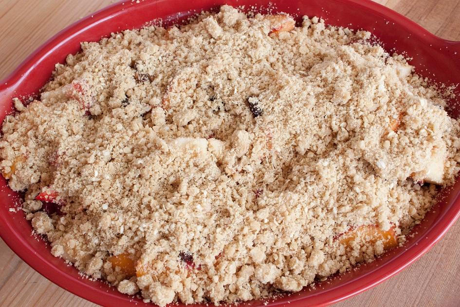 Fruit Crisp with Raisins and Pecans