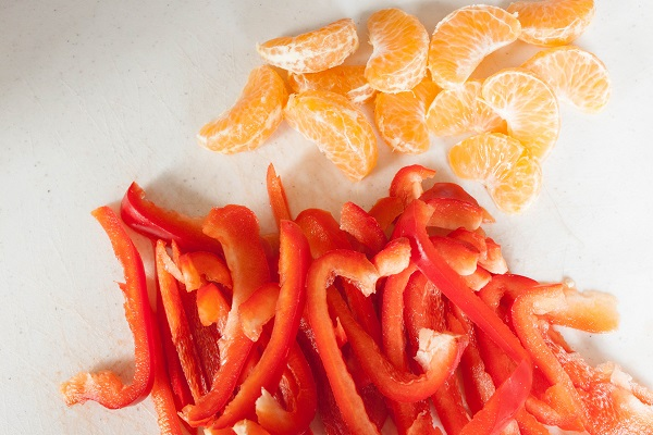 Slice bell peppers and clean clemantines