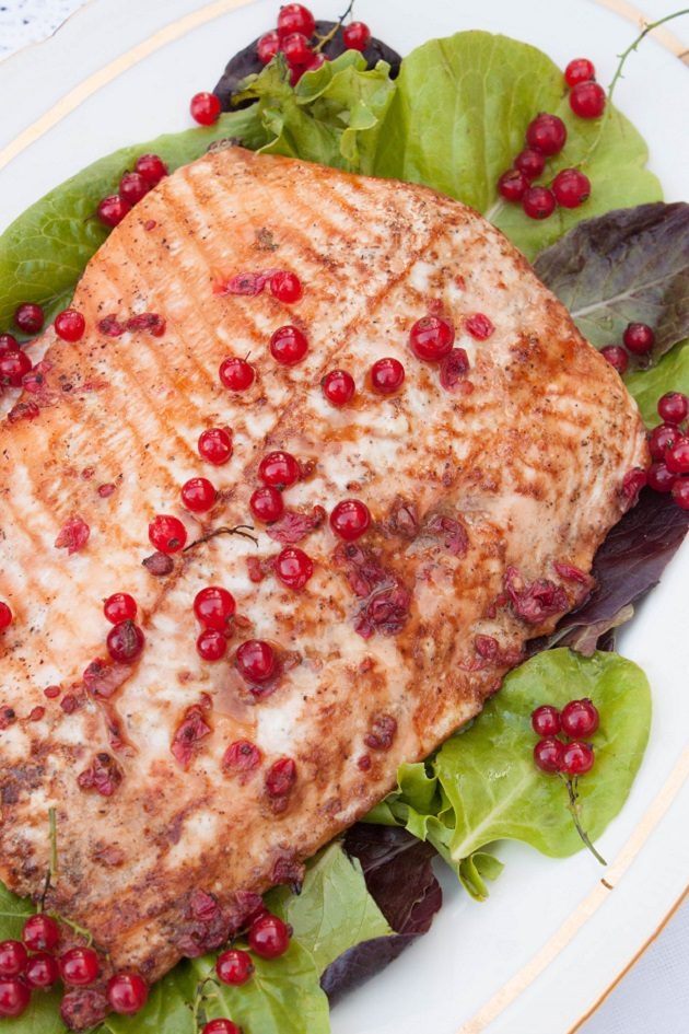 Baked Salmon fillet in Red Currant Sauce